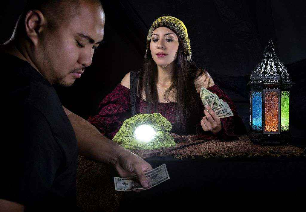 Suerte Ya advierte del incremento de estafas en los negocios de tarot durante el 2019