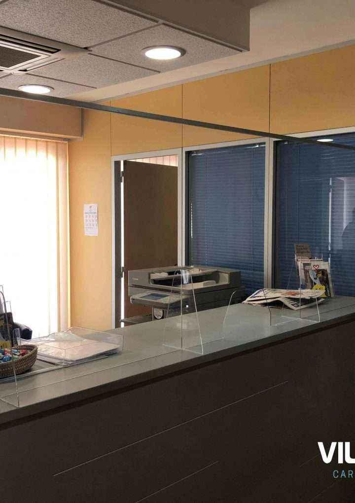 Carpintería Metálica Villanueva aconseja instalar mamparas anticontagios en los negocios