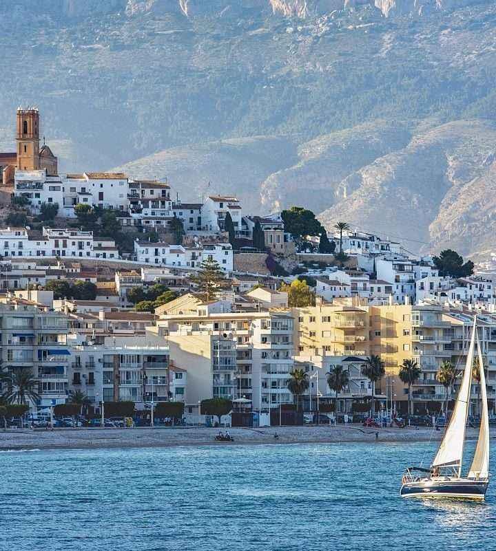 Nautal: Los turistas españoles se lanzan a la búsqueda de embarcaciones de alquiler para pasar sus vacaciones
