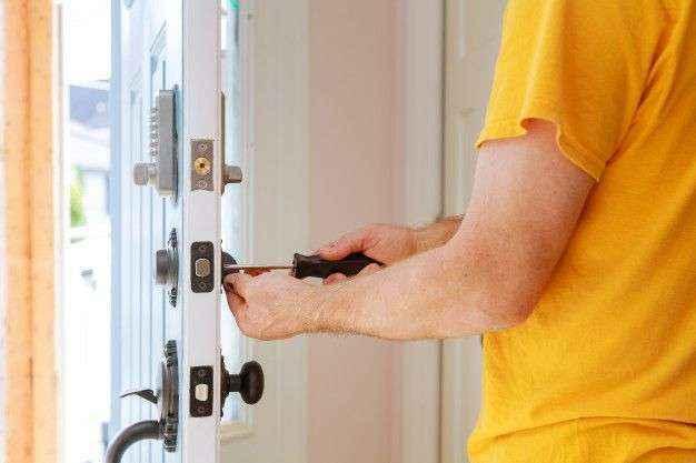 Formas de abrir puertas sin la llave según cerrajerosalicante.pro